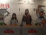 난타 공연장 앞에서 사진 촬영 모습