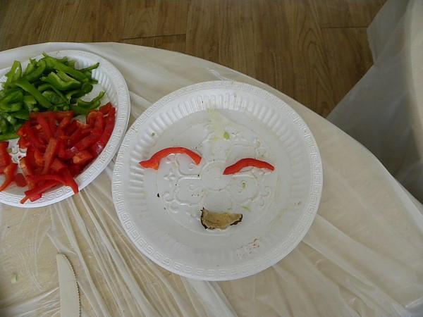 음식재료(파프리카)로 감정 표현한 모습의 웃는 모양