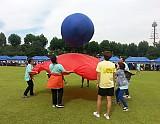 단체 공 전달 진행하는 모습